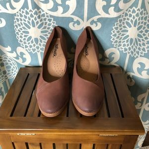 Softwalk Brown Leather Pumps